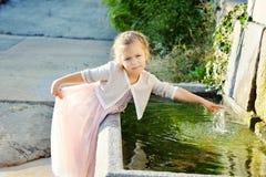 Aanbiddelijk meisje Stock Foto's