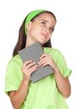 Aanbiddelijk meisje dat een boek leest Royalty-vrije Stock Fotografie