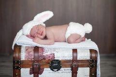 Aanbiddelijke babyjongen, het slapen Stock Afbeelding