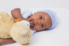 Aanbiddelijke babyjongen met teddy Stock Foto's