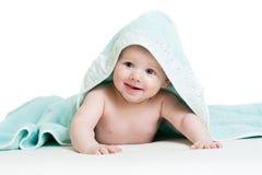 Aanbiddelijke gelukkige baby in handdoek Royalty-vrije Stock Foto