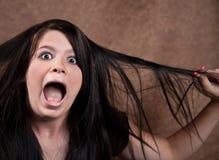 Aanbiddelijke jonge tiener die in verrassing schreeuwt Royalty-vrije Stock Fotografie