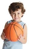 Aanbiddelijke jongen die het basketbal speelt Royalty-vrije Stock Afbeelding