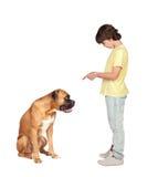 Aanbiddelijke jongen en zijn hond stock foto