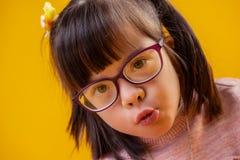 Aanbiddelijke knap weinig prinses met bruine ogen stock foto's