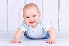 Aanbiddelijke kruipende baby Royalty-vrije Stock Fotografie