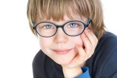 Aanbiddelijke leuke jongen met glazen - portret Stock Foto's