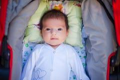 Aanbiddelijke mooie pasgeboren baby royalty-vrije stock afbeeldingen