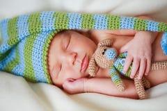 Aanbiddelijke pasgeboren baby Stock Foto's