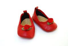 Aanbiddelijke rode schoenen voor baby royalty-vrije stock afbeeldingen