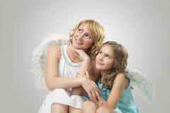 Aanbiddelijke twee mooie engelen royalty-vrije stock afbeeldingen