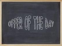 Aanbiedingen van het Dagvlees op een bord wordt geschreven dat Royalty-vrije Stock Foto's