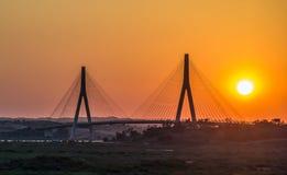 Aand de Ayamonte do por do sol a ponte internacional Fotos de Stock Royalty Free