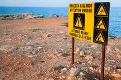 Aandacht, gevaar, onstabiele klippenrand royalty-vrije stock foto's