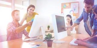 Aandachtig commercieel team die aan laptops werken royalty-vrije stock afbeeldingen