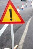 Aandachtsteken Beperkt verkeer Driehoek met rode grens Omleiding bij de straat Royalty-vrije Stock Foto