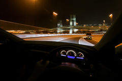 Aandrijving snel bij nacht Stock Fotografie
