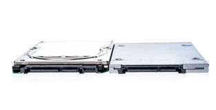 Aandrijving in vaste toestand SSD naast 2.5 Stock Fotografie