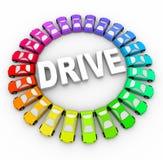 Aandrijving - Vele Kleurrijke Auto's in Cirkel Stock Foto's
