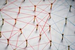 Aaneenschakelingsentiteiten Netwerk, voorzien van een netwerk, sociale media, Internet-communicatie samenvatting Klein verbonden  royalty-vrije stock fotografie