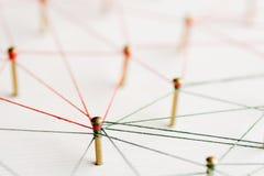 Aaneenschakelingsentiteiten Netwerk, voorzien van een netwerk, sociale media, Internet-communicatie samenvatting Een klein die ne stock foto