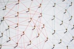 Aaneenschakelingsentiteiten Netwerk, voorzien van een netwerk, sociale media, Internet-communicatie samenvatting Een klein die ne royalty-vrije stock foto's