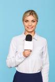 Aangename TV-omroeper die in het werk worden geïmpliceerd stock foto's