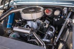 Aangepaste getoonde spiermotor van een auto royalty-vrije stock afbeeldingen