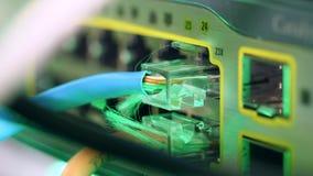 Aangesloten kabelkopstation in dichte omhooggaand stock footage