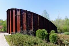 Aangetast roestig metaalmonument, Marcinelle, Charleroi, België stock afbeelding