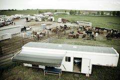 Aanhangwagen bij rodeo stock foto's