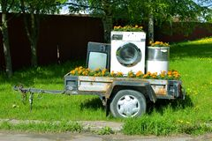 Aanhangwagen met huistoestellen. Stock Foto