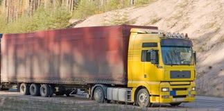 Aanhangwagenvrachtwagen over lange afstand stock foto's
