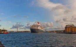Aankomend Queen Mary 2 voering aan Stavanger, Noorwegen Stock Afbeelding