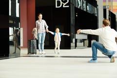 Aankomst in luchthaven royalty-vrije stock afbeeldingen