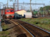 Aankomst van de trein aan het platform van de post Royalty-vrije Stock Fotografie