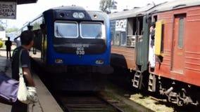 Aankomst van de trein bij de post Pattipola stock video