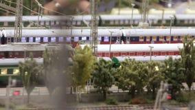 Aankomst van trein bij post stock footage