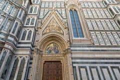 Aankondigingsmozaïek, gesneden gebeeldhouwde engelen op Porta-della Mando Stock Foto's