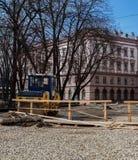Aanleggen van een nieuwe weg ukraine rol stock afbeeldingen