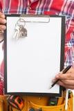 Aannemer die op bodem van leeg document hier wijzen als teken royalty-vrije stock afbeelding