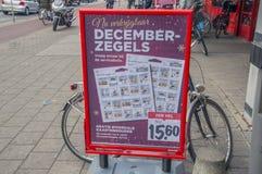 Aanplakbord Decemberzegels van de Vomar-Supermarkt bij het Nederland 2018 van Amsterdam stock foto's