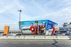 Aanplakbord van Luchtvaartlijn Aeroflot in Berlin Airport Tegel Stock Afbeeldingen