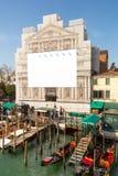 Aanplakbord in Venetië op een gebouw in aanbouw royalty-vrije stock foto
