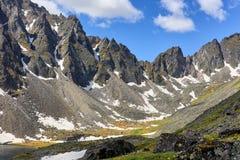Aansporingen van bergketen in Oostelijk Siberië royalty-vrije stock afbeelding