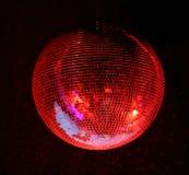 Aanstekende rode spiegel-bal Stock Fotografie