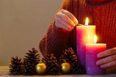 Aanstekende Rustieke Kaarsen Stock Foto