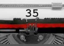 35 aantal door de oude schrijfmachine op Witboek Stock Foto