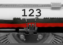 123 aantal door de oude schrijfmachine op Witboek Stock Afbeeldingen
