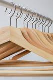 Aantal lege hangers na belangrijke sell-off in de opslag Stock Afbeelding
